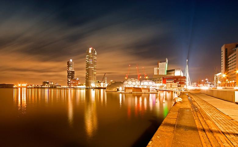 Rijnhaven Rotterdam - Nachtopname Rijnhaven Rotterdam.