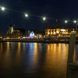 Mooi verlichte haven van Willemstad