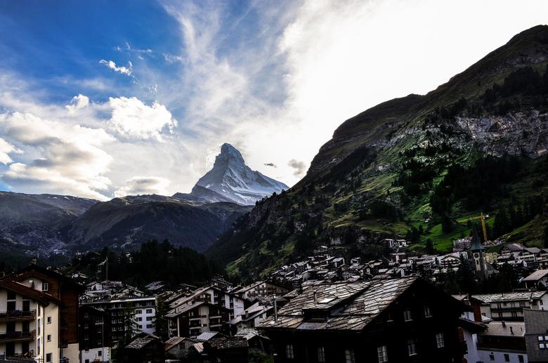 the mountain is always watching over - vakantie swiss 220.jpg