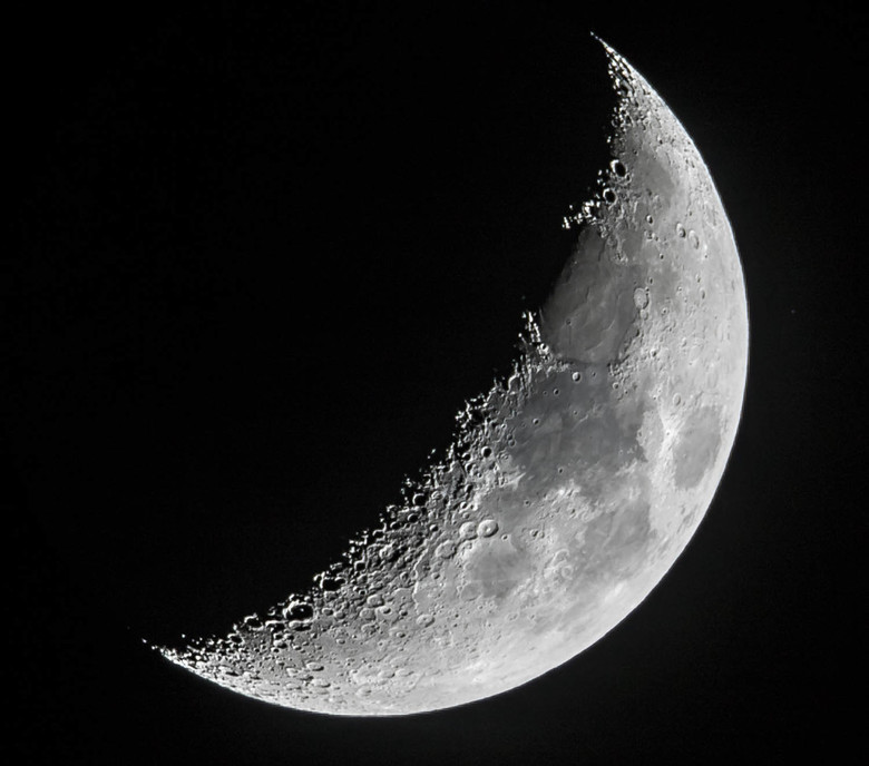 Maantje - Gisteravond schitterend Maantje naast Orion en Venus.<br /> Canon 7D2 cropfactor 1,6 met Canon 400mm f2.8, 2x converter = 1280mm. Dan nog e