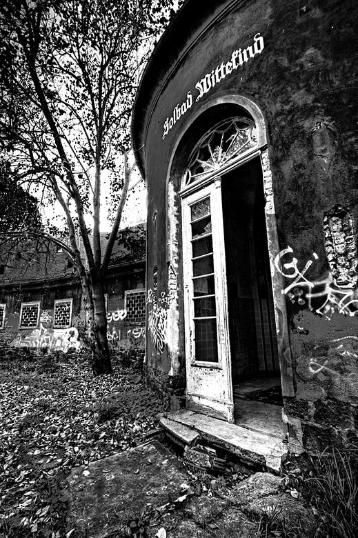 Solbad Wittekind 8 - Op 21-9-2010 hebben Daan,Wil,Jos en ik een bezoek gebracht aan dit badhuis<br /> <br /> Het is een hdr foto<br /> <br /> Kijk