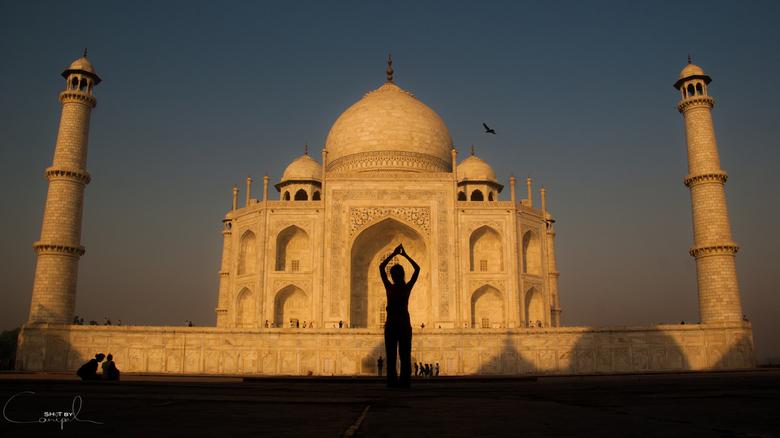Lovely Taj - Spelen met het ochtendlicht aan de voet van de Taj Mahal.