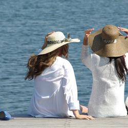 Twee dames aan het water