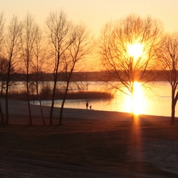 Zonsondergang op winterse dag