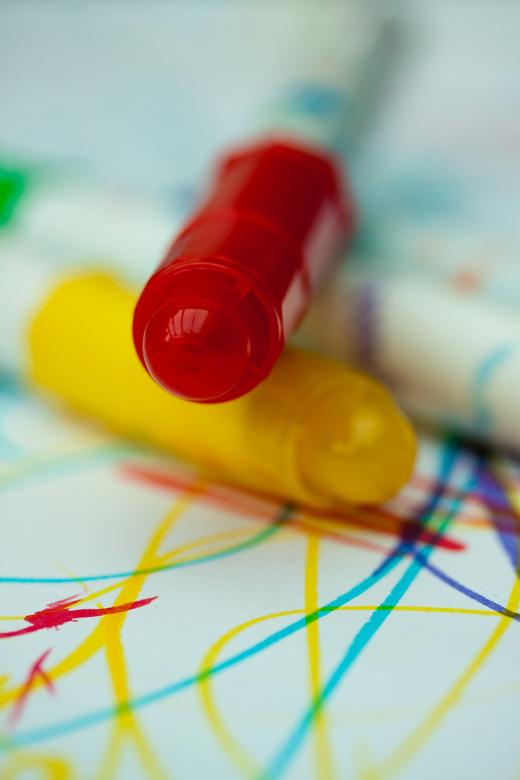 """tekenen - lekker kleuren met stiften, ook leuk voor op de foto <img  src=""""/images/smileys/smile.png""""/>"""