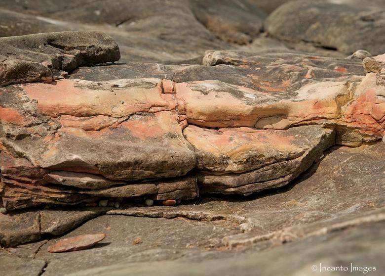 """Audresselles met zijn prachtige gekleurde stenen - Prachtige kleuren in de sten in Audresselles, wil je meer zien klik dan <a href=""""http://incantoimag"""