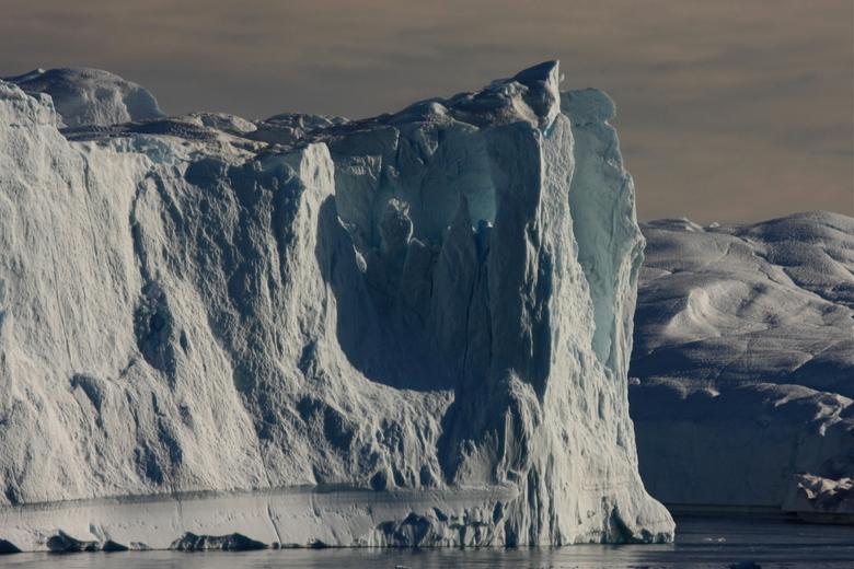 ijsbergen(Groenland  - ijsberg in groenland wat zijn ze hoog en dan te bedenken dat er onderwater meer ijs zit dan boven echt gigantisch