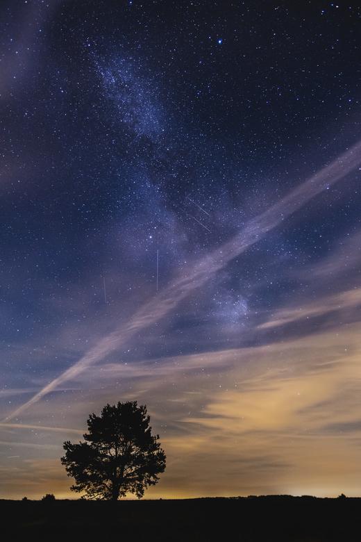 Perseïden - Ondanks wat eigenwijze bewolking heb ik gisteren toch 5 meteorieten in 1 belichting kunnen vangen. Ook liet de melkweg zich aardig fotogra