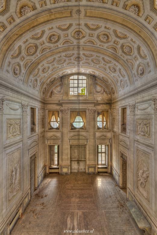 De balzaal - In een verlaten kasteel in italië kwam ik deze prachtige hand geschilderde balzaal tegen die gelukkig nog in goede staat is. <br /> <br