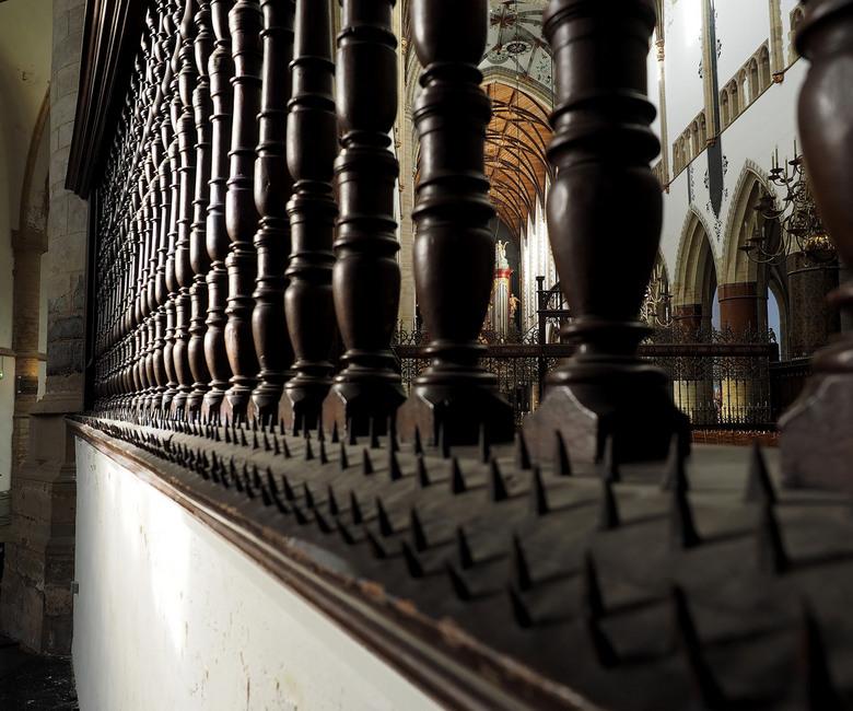 SINT BAVO 8 - Nu...door het hoogkoor...je ziet nog het koorhek..en dan het orgel....dat staat zowat op 100 meter bij me weg...<br /> Even gespeeld me