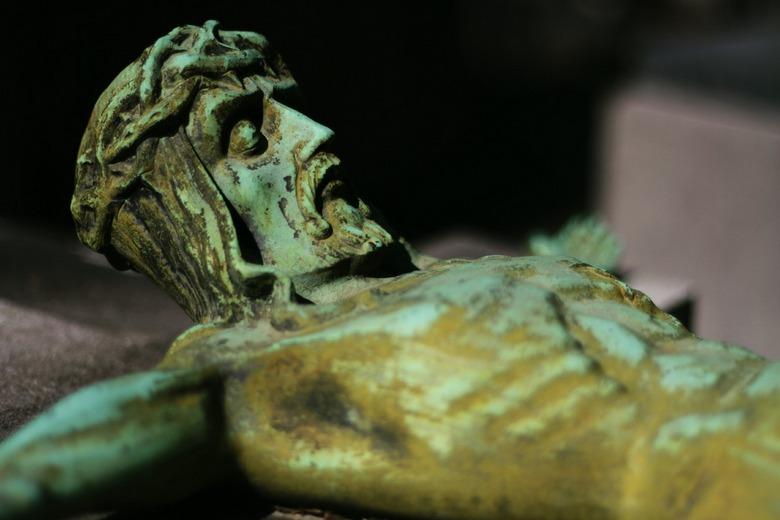 Jesus - Jezusbeeld op kerkhof in Gent.