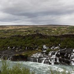Hraunfossar-waterval op IJsland