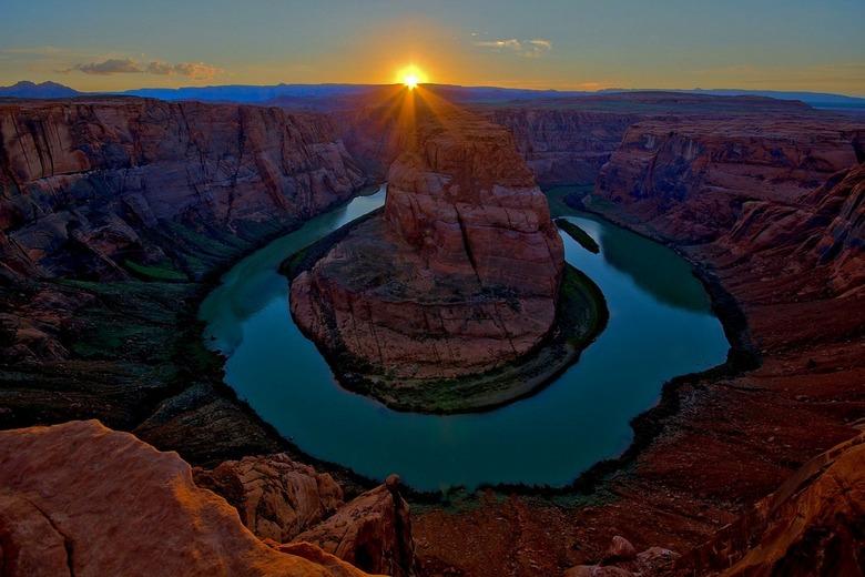 sunset at horse shoe bend - zons ondergang bijhorse shoe bend in Arizona.<br /> F-stop F9<br /> belichting 1/60 sec<br /> ISO 100<br /> belichting