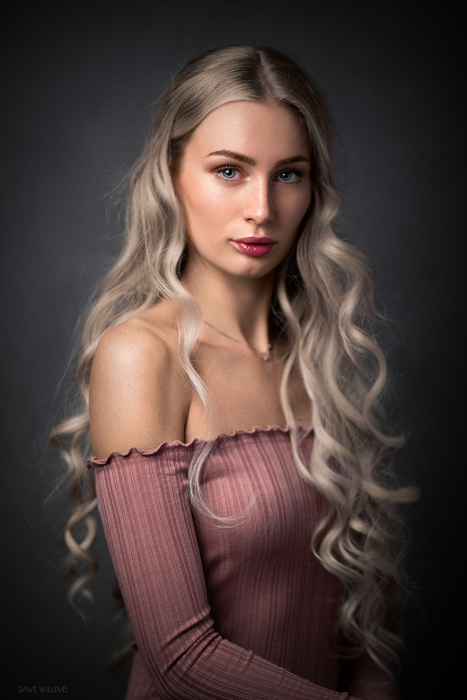 Megan - Een Studioportret van Megan<br /> https://www.instagram.com/p/B40XtciJD1S/