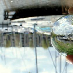 Door de glazen bol
