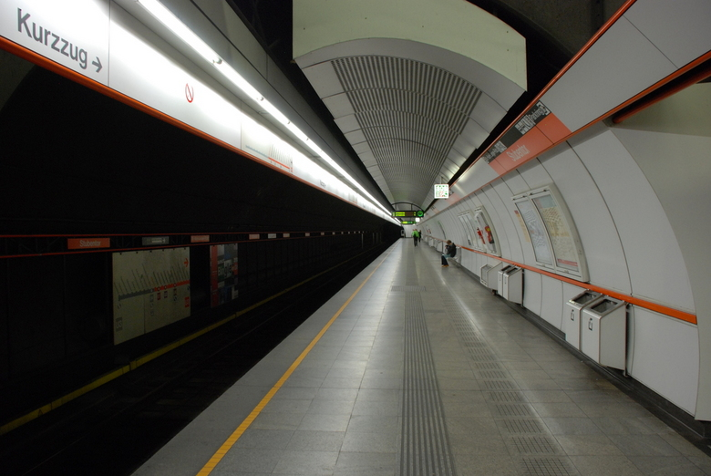 DSC_3751.JPG - DSC_3751.JPG metro station Wenen