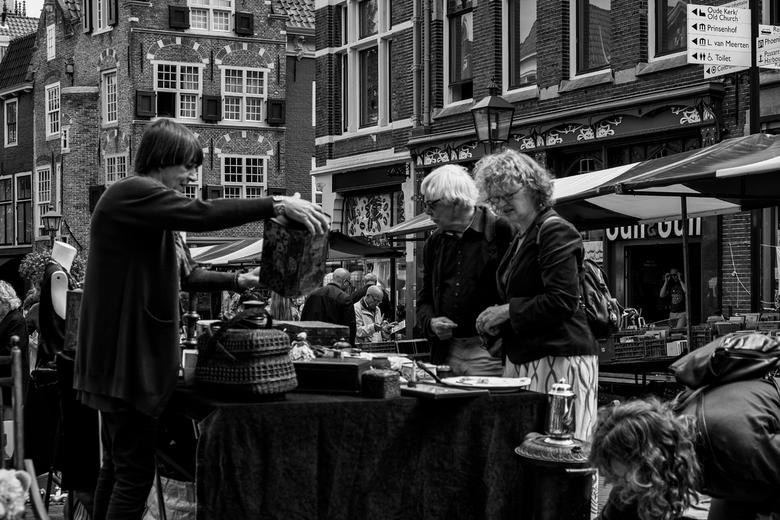 Delft Pasar 6 - Ook een rommel marktje is aanwezig.<br /> Allerlei wel of niet te gebruiken hebbedingen zijn dan tegen redelijke prijzen te koop <img
