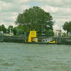 Aanleg steiger bij de Rotterdamse Schiehaven.