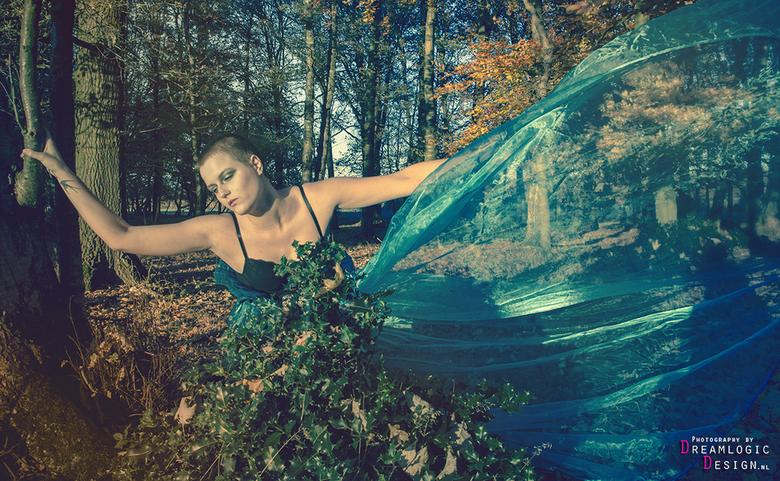 Cyan woodnimph - Photoshoot voor kledingontwerpster Sylvia Wolzak. <br /> Model: Nadine Wouda<br /> MUA: Minnie Finke