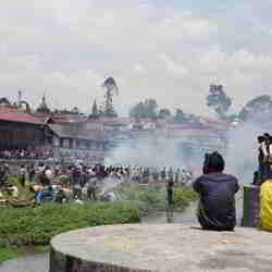 Lijkverbranding op het eilandje in de Basmati River