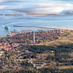 West-Terschelling: dorp, haven en vuurtoren