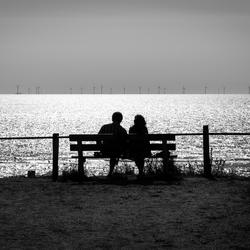 Windmolens kijken aan zee....