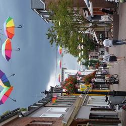 Paraplu's dichtbij de wolk