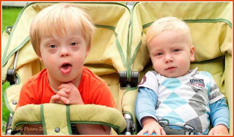 Job en Marijn. - Broertjes Job en Marijn zijn eerder voor de lens verschenen.  We kwamen ze vandaag weer tegen met hun papa.<br /> <br /> Bedankt vo