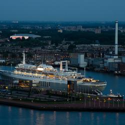 SS Rotterdam vanaf de Euromast