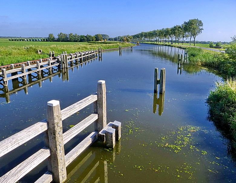 Hilversums kanaal. - Fot gemaakt vanaf de sluis &#039;t Hemeltje met zicht over het Hilversums Kanaal.<br /> <br /> 7 september 2012.<br /> Groetje