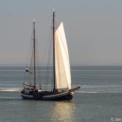 Zeilboot in de Waddenzee.