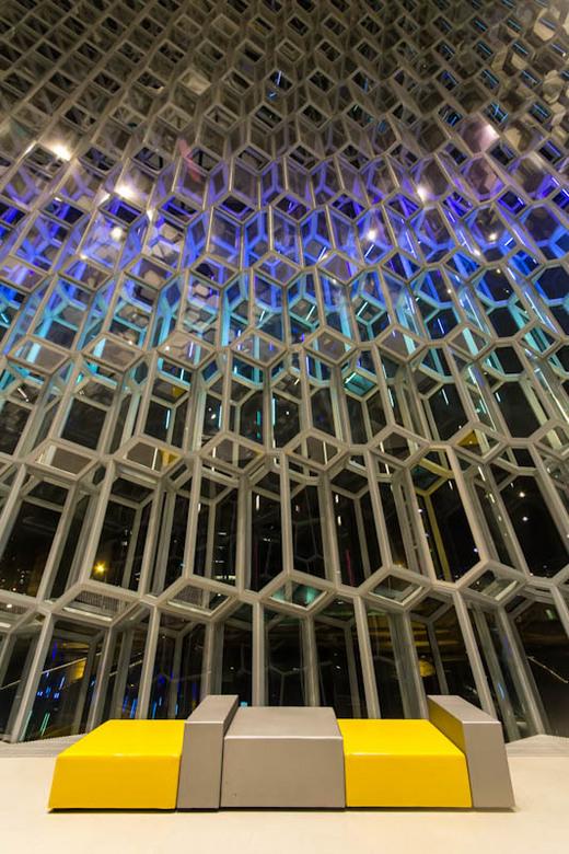IJsland - Harpa II - Een prachtig stukje architectuur,het concertgebouw van Reykjavik.<br /> Zelfs ik als natuurmens kan dit waarderen.<br /> <br />