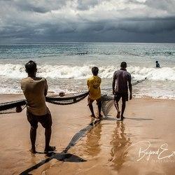 Vissers op het strand