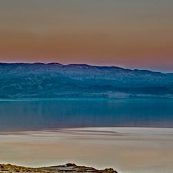 avond schemering aan de Dode Zee