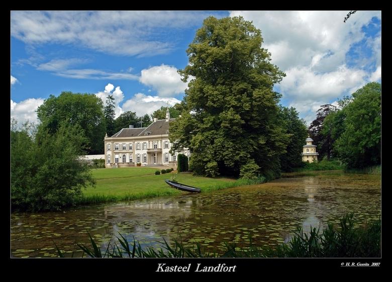 Landfort - Huis Landfort ( Gelderland )wordt voor het eerst genoemd in 1434 en is in 1671 vernieuwd. Omstreeks 1826 is Landfort verbouwd naar ontwerp