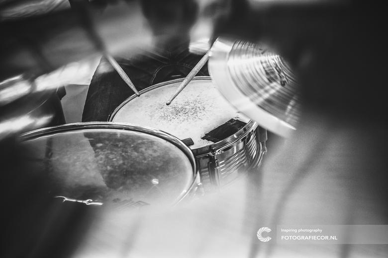 Doorkijkje bij een drumstel