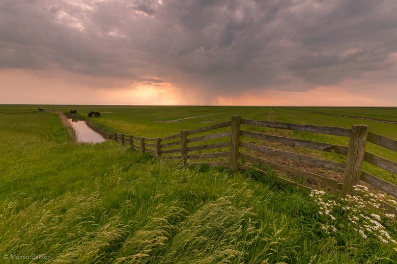 Rain clouds Noorderleech - Gister met wisselvallig weer er even op uit gegaan.<br /> Was vroeg op pad gegaan om een mooie locatie te zoeken voor een
