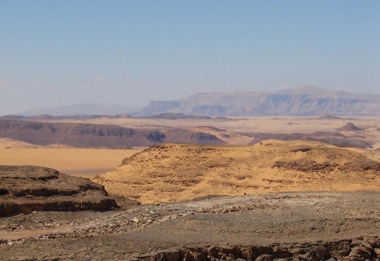 een ouwetje............ - ook maar in de archiven gezocht en deze vond ik wel mooi ............in Egypte op safarie in de sahara deze foto geschotenme
