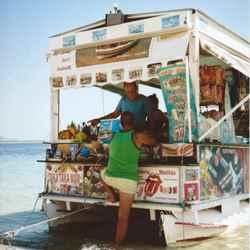 snack boot op het schilpadden eiland.