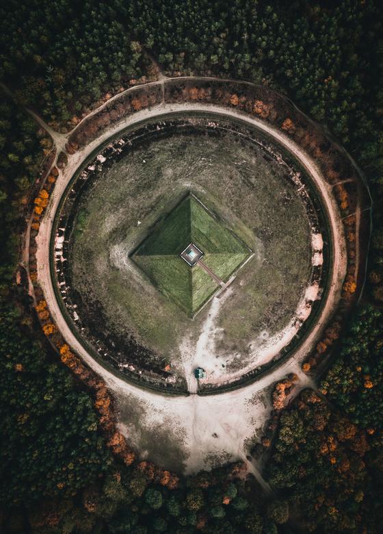 Pyramide Austerlitz - Ik heet voortaan @Wildwithchris op Zoom. Je kunt mijn account vinden via https://wildwithchris.zoom.nl/fotos/index.html <br />