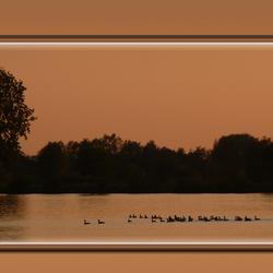 De avond valt over de Maas