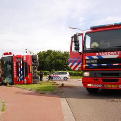 Hoogwerker Brandweer Geldrop op zijn kant