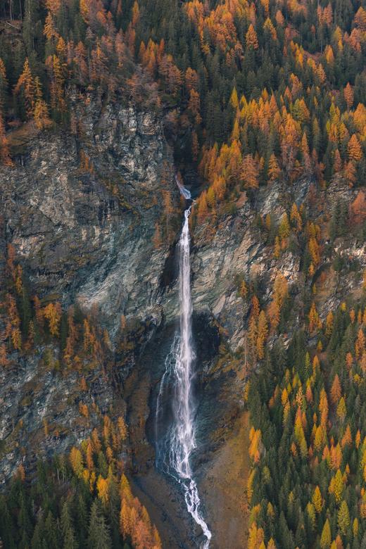 Waterval in de herfst -