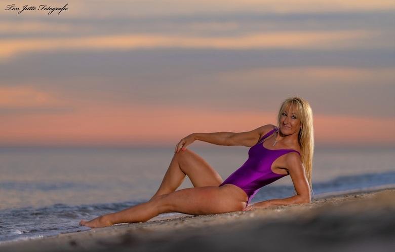 Beach shoot - Uit een shoot met Willie. Respect voor deze 63 jarige moeder en oma.