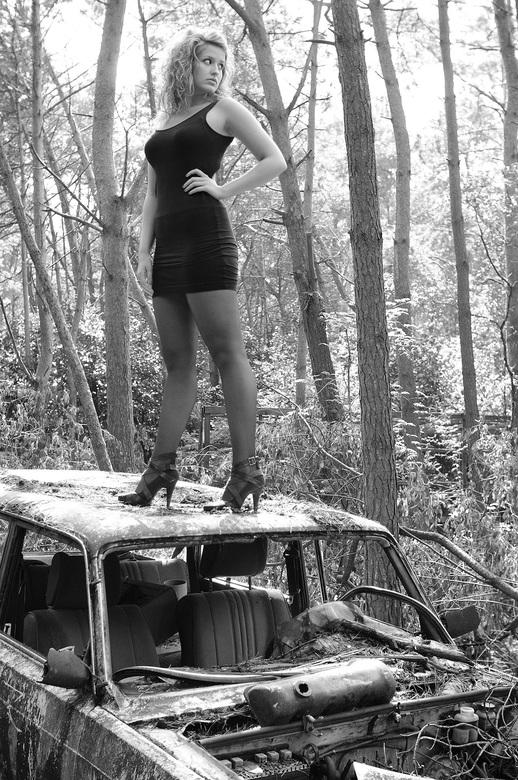 Meisje op autowrak
