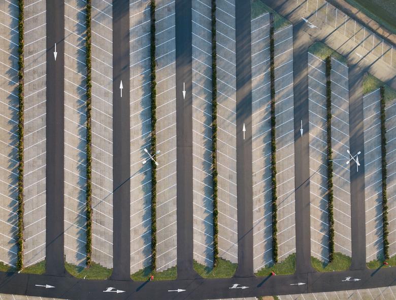 Drone boven parkeerplaats Sluis -