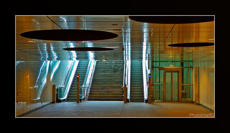 Forbidden pictures 7 - Metro Rotterdam Wilhelminaplein, waar we niet mochten fotograferen ook al liepen we niemand in de weg, want er was gewoon niema