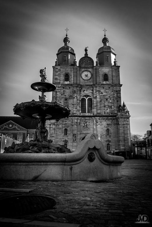 Saint Hubert Basiliek  - Dit is de Basiliek Saint Hubert in Saint-Hubertus  Luxemburg.<br /> De foto is in zwart wit, om dat de lucht en kleuren op d