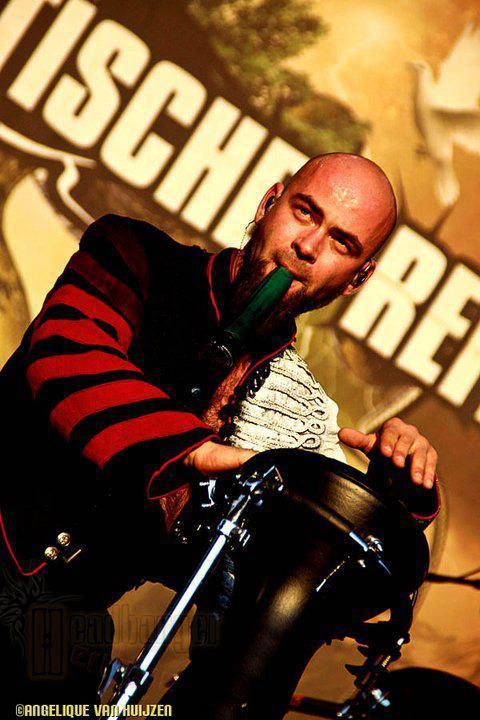 Drumming the bongos - Die Apokalyptischen Reiter, 2011