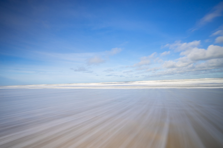 Witte lijnen strand (1 van 1) - Winterse dag aan het strand, lange sluitertijd